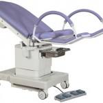 Fotel ginekologiczny elektryczny z dużymi kołami 2087-4